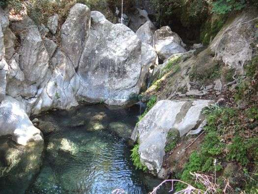 Διαβολογέφυρο: Το μέρος που παίζεις τη ζωή σου κορώνα-γράμματα για να βουτήξεις στα κρυστάλλινα νερά του (Pics)