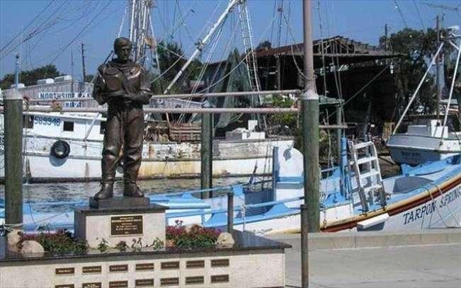 Απέραντο γαλάζιο: Το θρυλικό «ελληνικό χωριό» της Φλόριντα