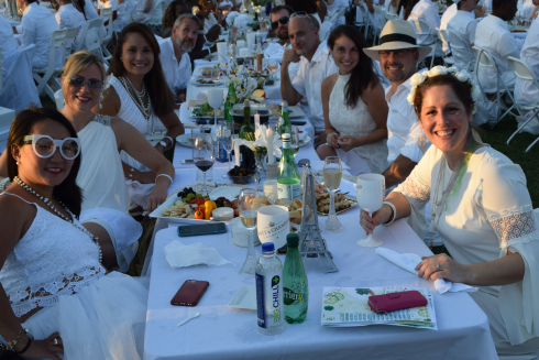 Diner en Blanc on the Memorial Table Mates
