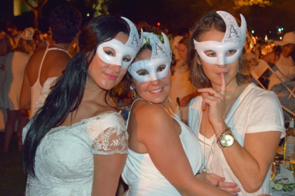 The masks are on at Dîner en Blanc