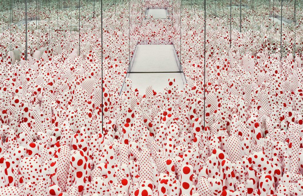 Installation view of Infinity Mirror Room—Phalli's Field, 1965/2017 Yayoi Kusama