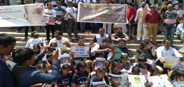 Children at Fathers Day protest
