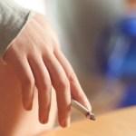肌に悪いといいつつタバコ吸ってませんか?