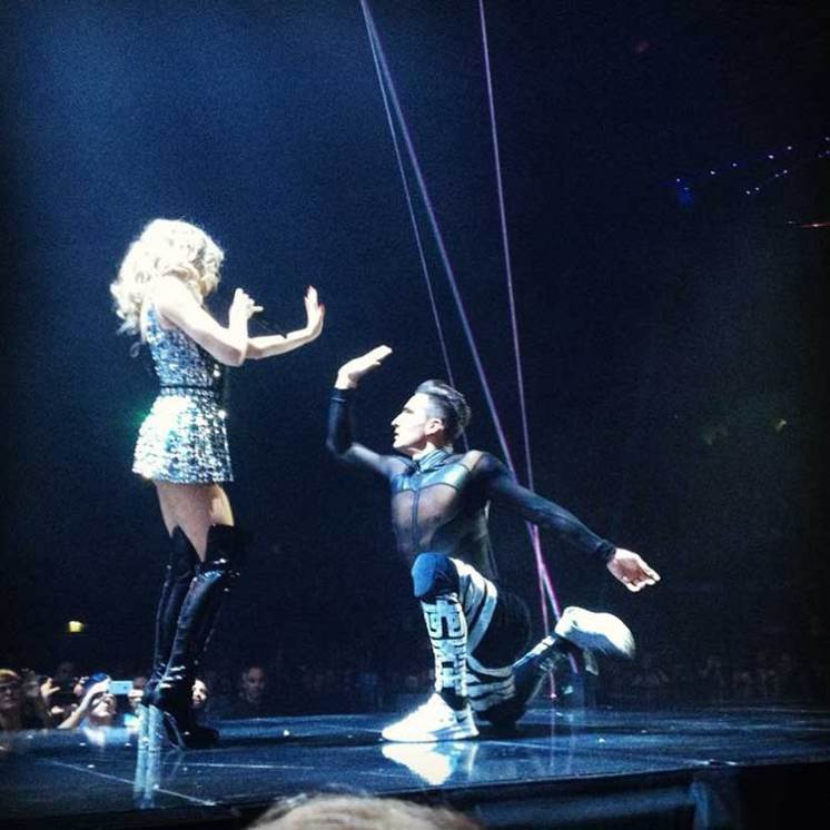 SkorpionDancer Kylie Minogue Kiss me Once Tour 2015 (7)