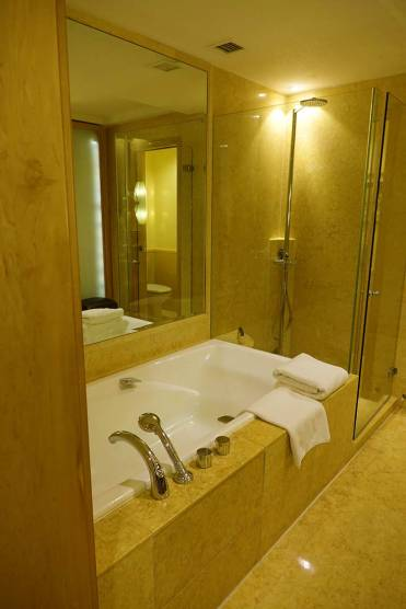 Fullerton Singapore Hotel Review Straits Club room (12)