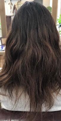 髪の量をとりすぎた事が原因で「うねる」