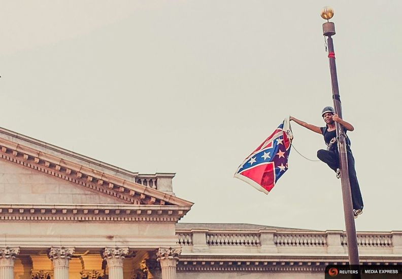 bree newsome removes confederate flag from south carolina statehouse grounds