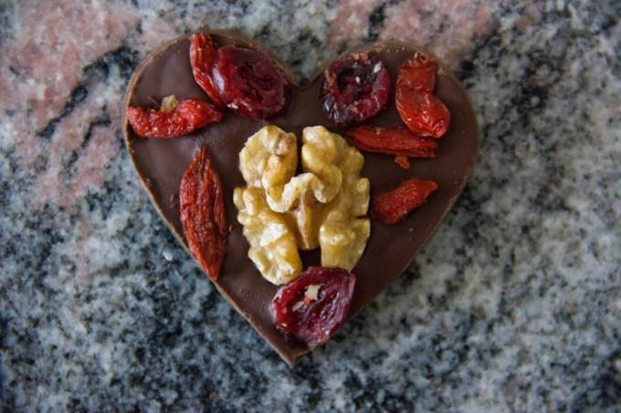 Cuoricini al cioccolato fondente con frutta secca