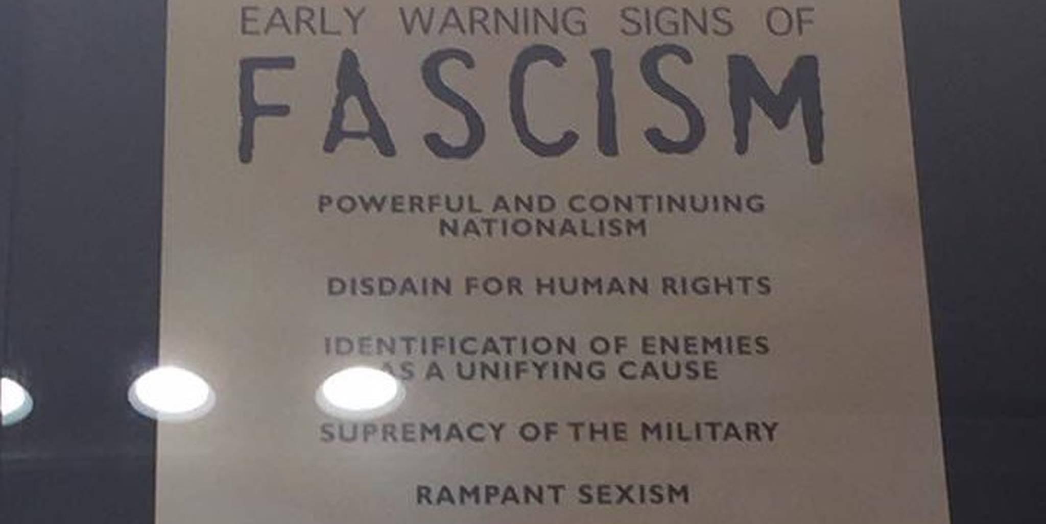 Poster Sobre El Fascismo En El Museo Del Holocausto Se