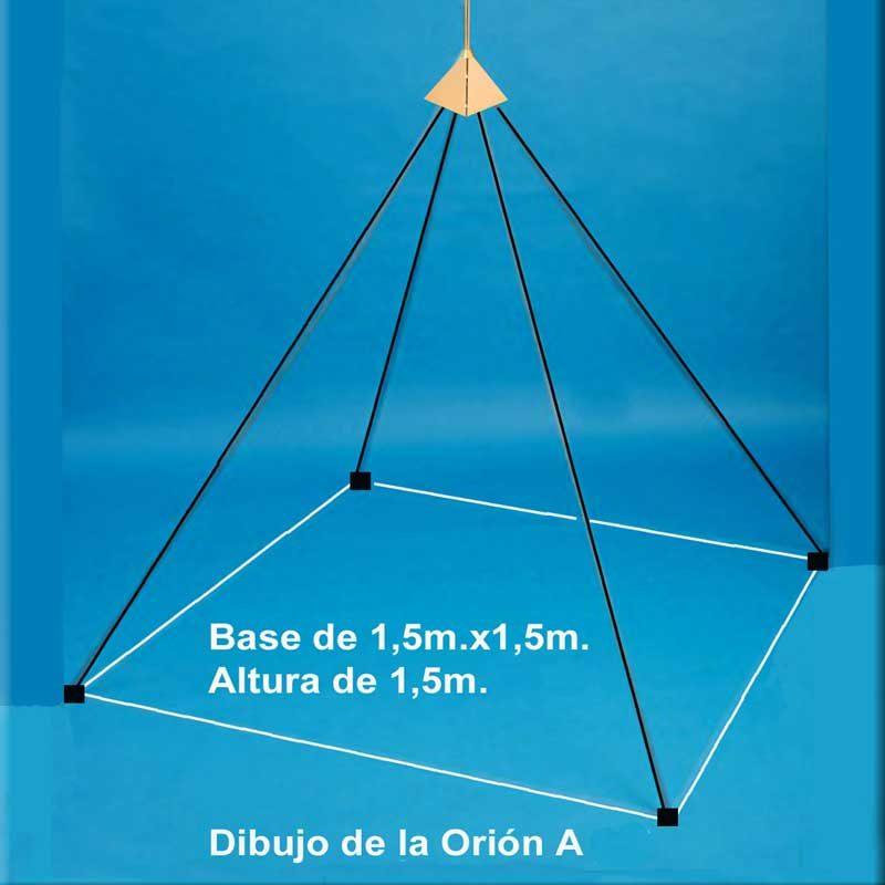 """Orión A: Modelo """"Orión A"""". 26.000 u/b. (Med.Radiestésica). 1 Acupresor """"Loqi"""". Acero Inoxidable (Paramagnético). Piramidón deslizante, con brillo y cortado a láser. Arista compuesta de 3 varillas de 60 cm x 7 mm Ø. Base de cuerda con patas de plástico aislante. Dimensiones: 150 X 150 X 150 cm. Peso: 2.850 gr."""
