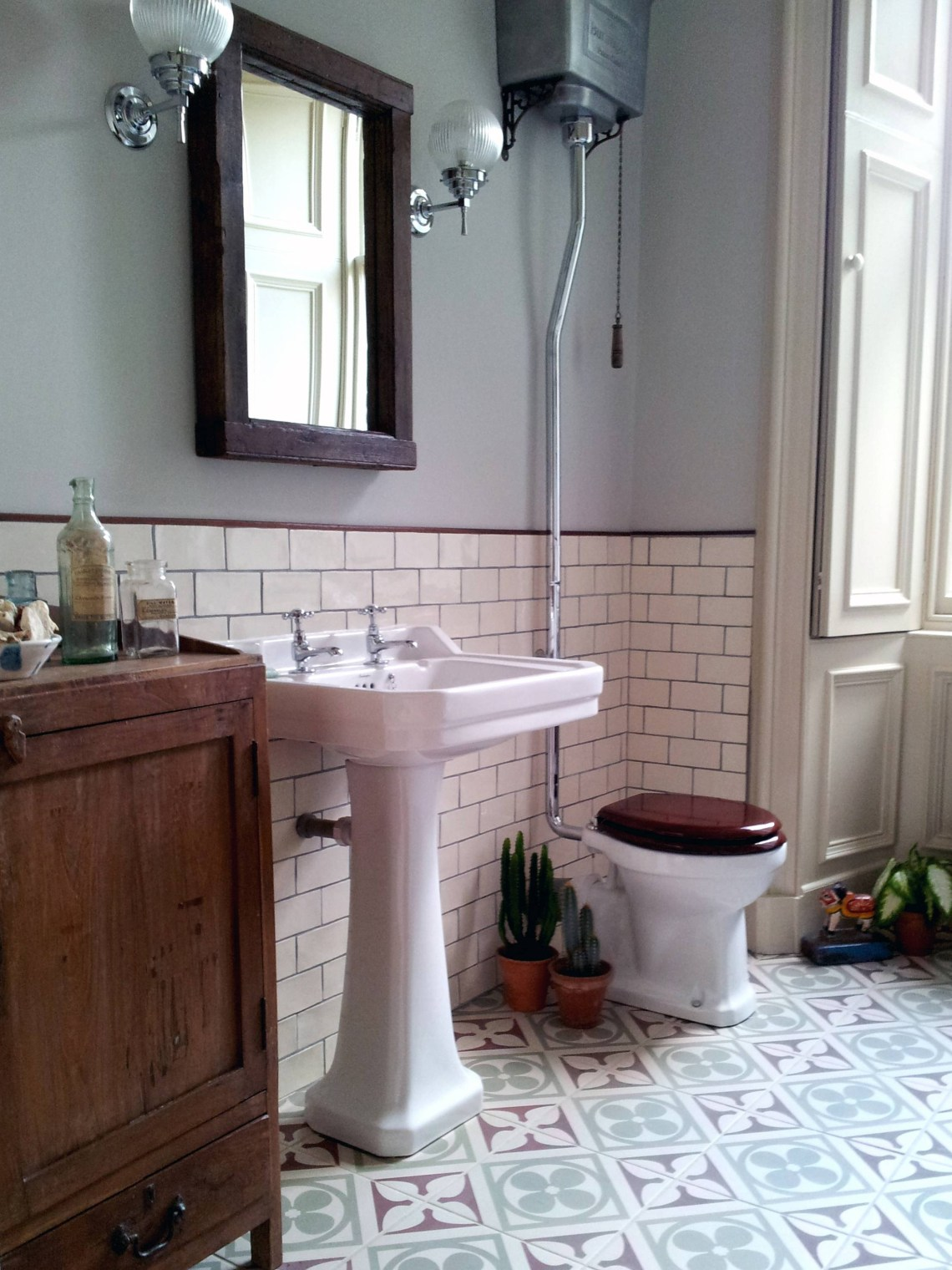 25 Best Victorian Style Mirrors for Bathrooms