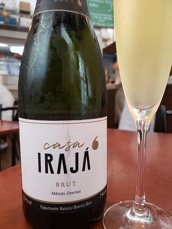 Vinhos espumantes do Grupo Irajá: obra de Adolfo Lona
