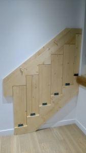 Escalier pliant avec charniere