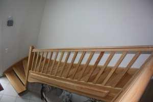 Escalier avec garde corps bois