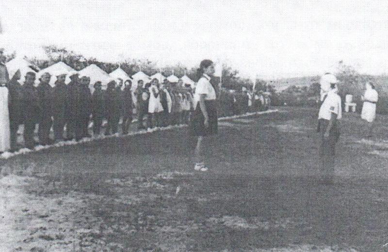 Линейка-в-Сталинградском-пионерском-лагере-1943-год.