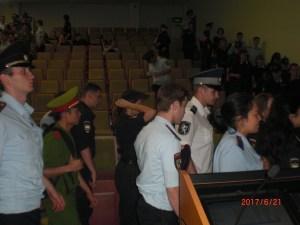 Курсанты полиции уходят с лекции Менякина