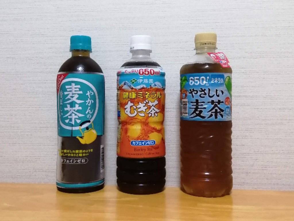 コカ・コーラ、伊藤園、サントリーの麦茶のパッケージ