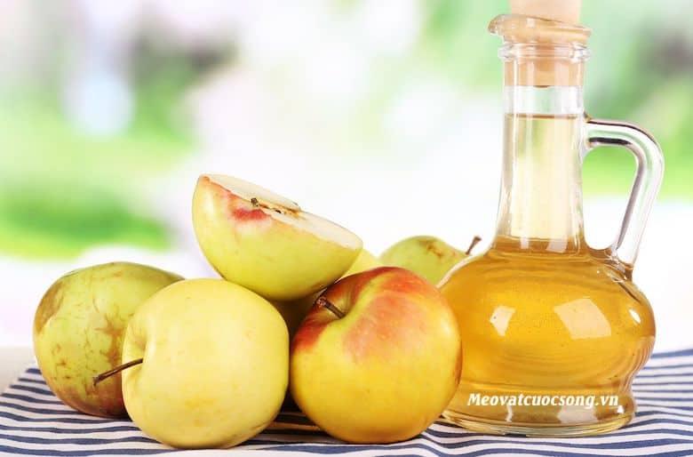 Giấm táo trị mồ hôi tay