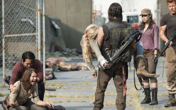 the-walking-dead-season-5-beth-in-daryls-arms-maggie-on-ground