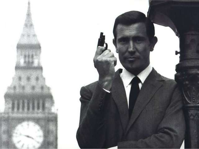 george-lazenby-with-a-ppk-that-has-its-slide-locked-back