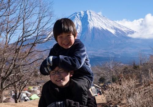 田貫湖で富士山と兄弟のお正月