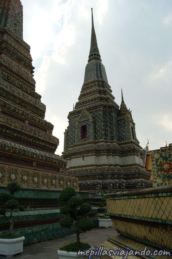 El templo del buda reclinado de Bangkok
