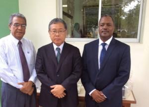 El embajador de Japon, Takashi Fuchigami; el Director del IDIAF, Rafael Pérez Duvergé y Nelson Valdez, Director de Cooperación Bilateral del Ministerio de Economia.