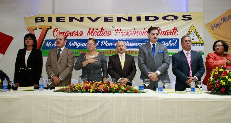 Temístocles Montás, entre los directivos de la filial del Colegio Médico de la Provincia Duarte