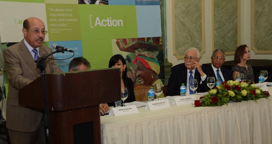 El Ministro de Economía, Temístocles Montás, pronuncia el discurso de apertura del Foro para el Crecimiento del Caribe celebrado en el Palacio Nacional.