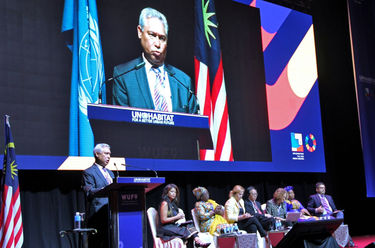 El ministro Isidoro Santana durante su exposición ante el foro de urbanización de ciudades convocado por las Naciones Unidas en Kuala Lumpur, Malasia, reunido del 7 al 13 de este mes.