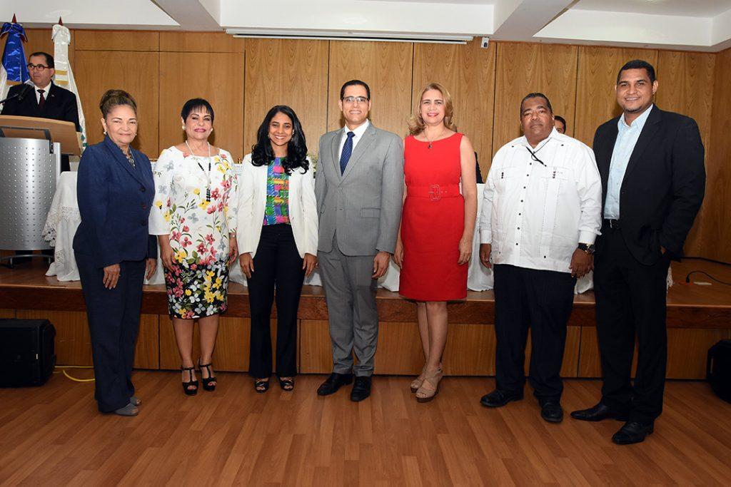 El ministro Juan Ariel Jiménez con los nuevos representantes de la sociedad civil en el Consejo del CASFL para el período 2019-2021