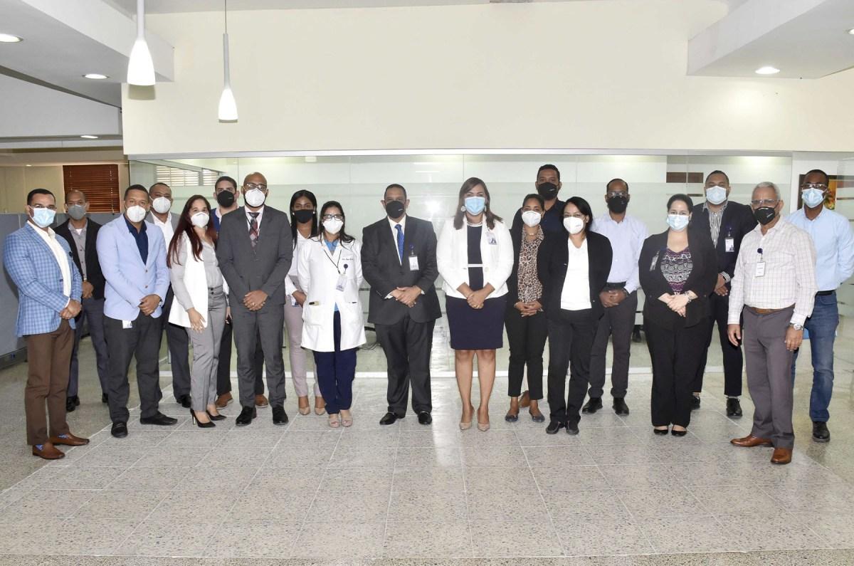 Integrantes del Comité Mixto de Seguridad y Salud Ocupacional durante la juramentación.