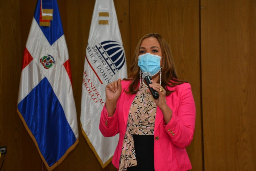 La directora de Recursos Humanos, Águeda Suárez, expresó que la gestión del ministro Miguel Ceara Hatton promueve un clima laboral para sus servidores y servidoras de armonía y bienestar, pese a los desafíos y retos de la pandemia.