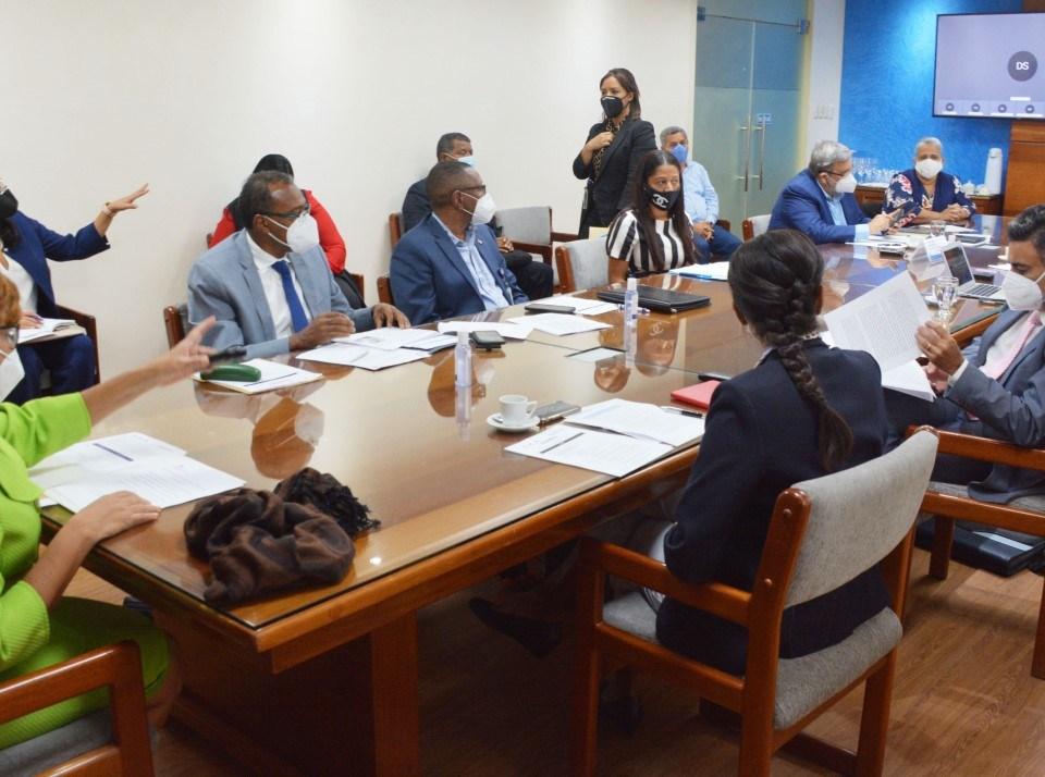 La viceministra de Cooperación Internacional del Ministerio de Economía, Planificación y Desarrollo y ordenadora nacional de los fondos europeos para el desarrollo, Olaya Dotel, encabeza reunión de evaluación de implementación de la estrategia Adapt'Action en República Dominicana.