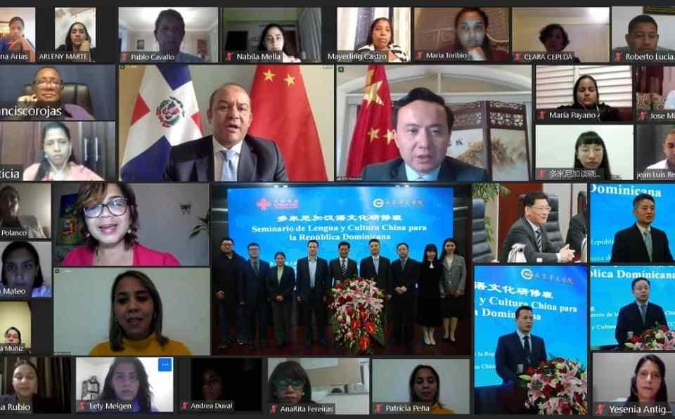 Apertura del seminario de Lengua y Cultura China para la República Dominicana, encabezado por Olaya Dotel, viceministra de Cooperación Internacional del Ministerio de Economía, Planificación y Desarrollo, y Zhang Run embajador de la República Popular China en el país.