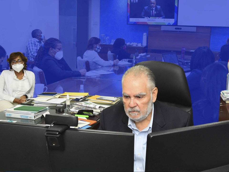 En el foro internacional tienen intervenciones el ministro de Economía, Planificación y Desarrollo, Miguel Ceara Hatton.