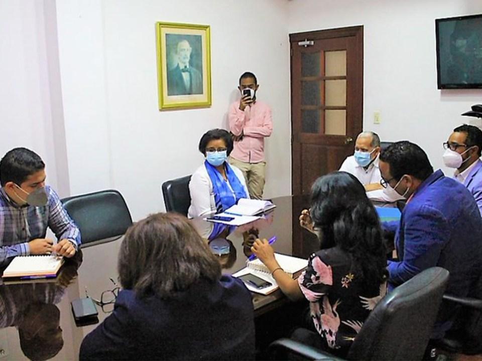 Las conversaciones entre ambos organismos giraron sobre temas comunes: protección civil, territorio y cambio climático. Se realizaron en el despacho del viceministro Domingo Matías.