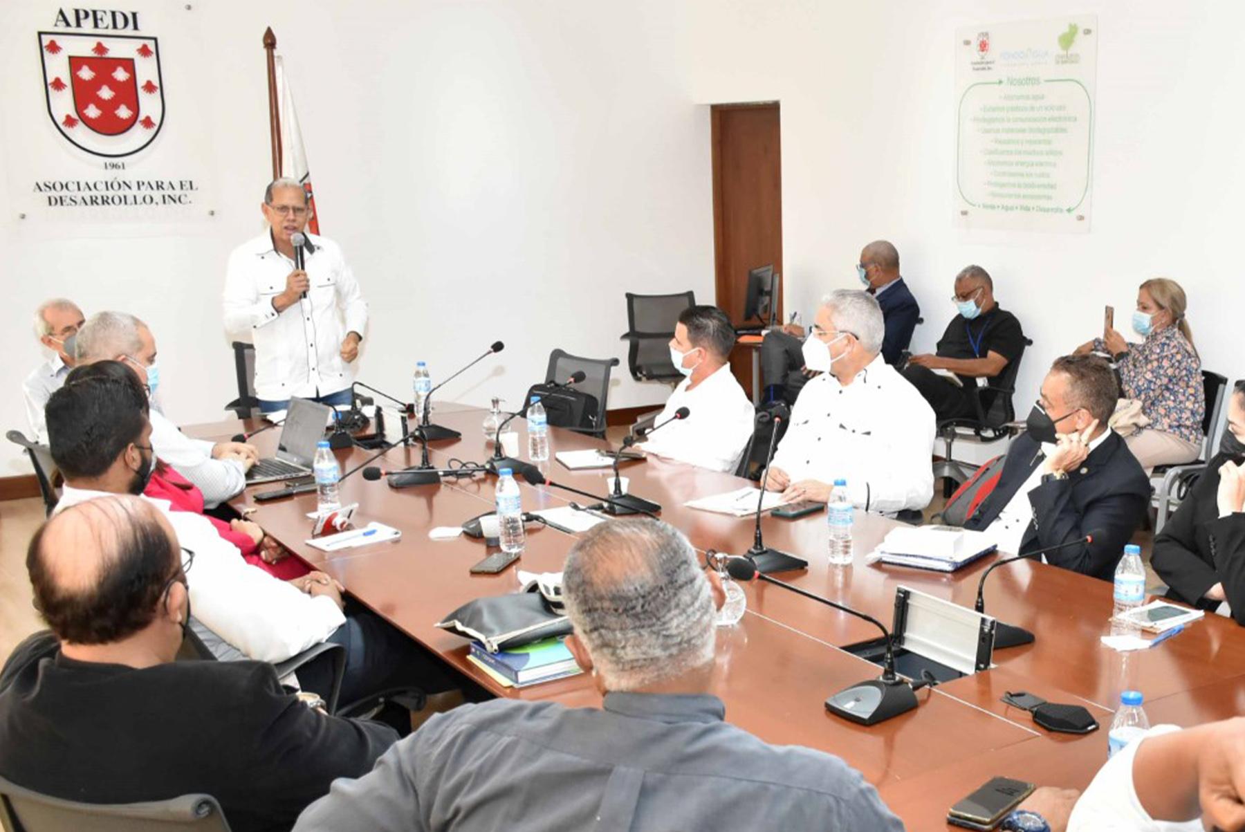 El viceministro Domingo Matías encabezó la mesa del diálogo en la que se anunció la creación de la Mesa Metropolitana de Santiago, una iniciativa de consenso para la búsqueda de soluciones al uso racional del suelo y sus territorios.