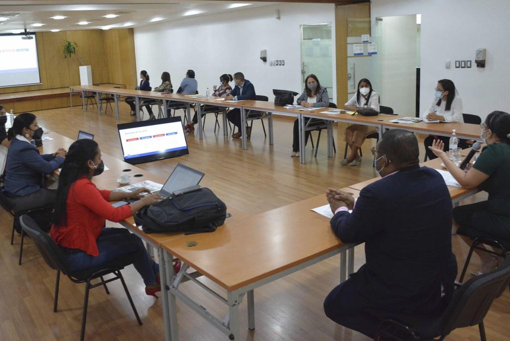 En la actividad celebrada en el salón Carlos Ascuasiati participaron representantes del Ministerio de Educación Superior, Ciencias y Tecnología.