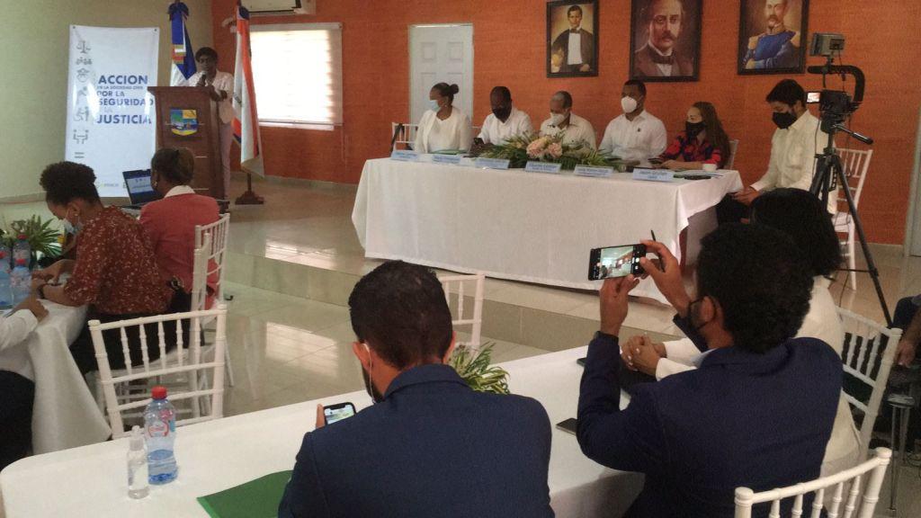 """En la mesa de diálogo """"Ordenamiento Territorial de Las Terrenas, proceso clave para el desarrollo del municipio"""", participaron autoridades locales y representantes de la sociedad civil."""