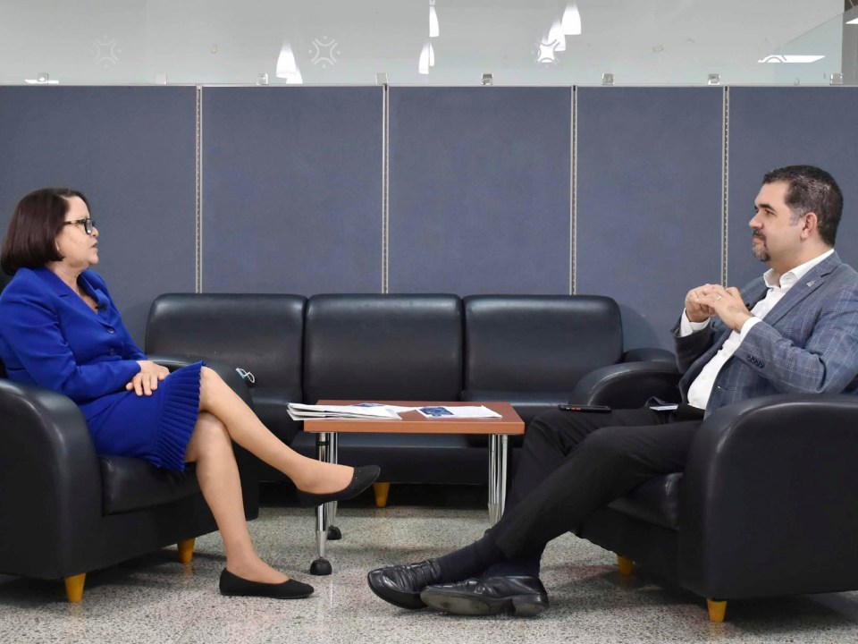 Gobernadora de Santiago Rodríguez, Ivelis Almonte, junto con el director Erick Dorrejo de la Dirección de Políticas de Desarrollo de la Zona Fronteriza.
