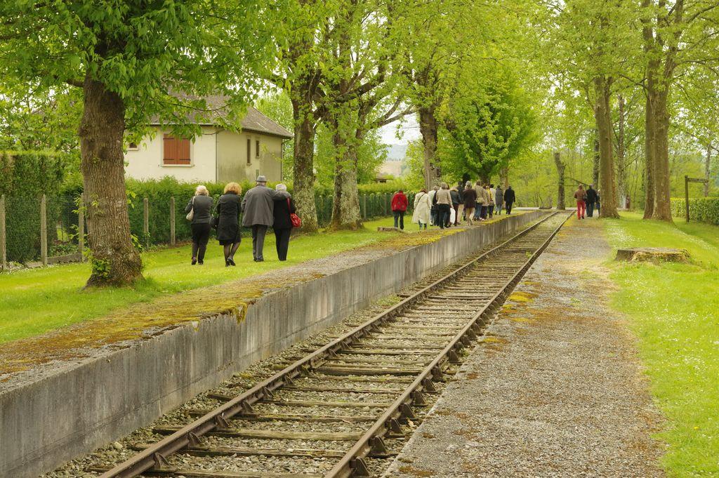 Gurs la voie ferrée de la mémoire à l'entrée du camp