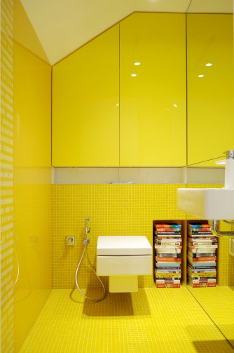 Colorful-apartment-in-Poland-yellow-bathroom