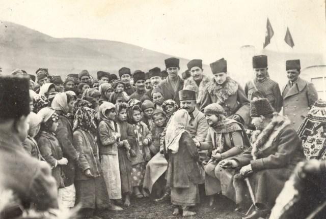 atatürk ve çocuklar, cumhuriyet bayramı, meraklı turşu, meraklı çocuk, 29 ekim, türkiye, cumhuriyet nedir, ne demektir, irem sunar özat