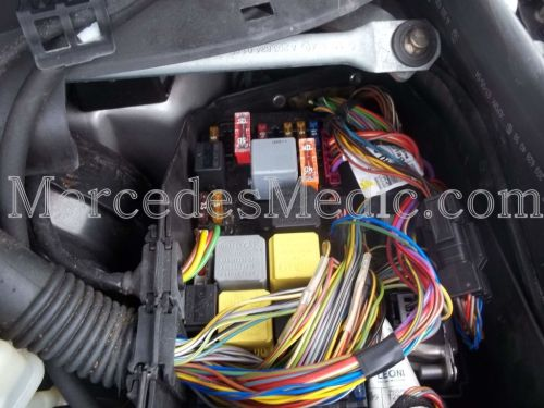 small resolution of s cl class w220 fuses and relays location designation 2000 2006 mb mercedes s600 v12 2004 s600 fuse diagram