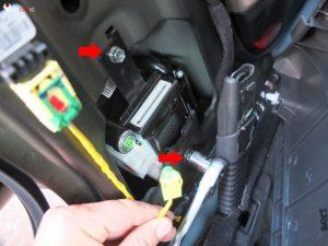 Mercedes Seat Belt Locked after Accident, Fix – MB Medic