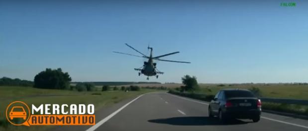 Aquele momento em que você é ultrapassado por um helicóptero