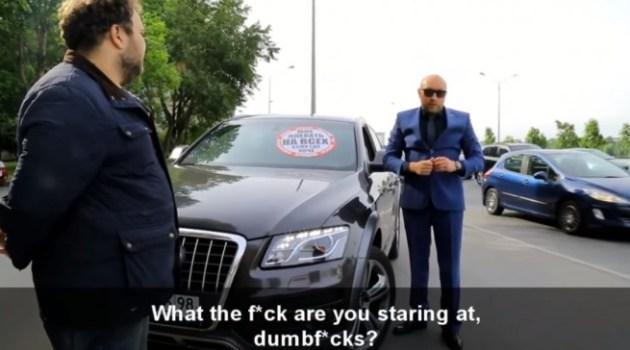 Russos pedem educação no transito e envergonhar motoristas dirigem pelo passeio