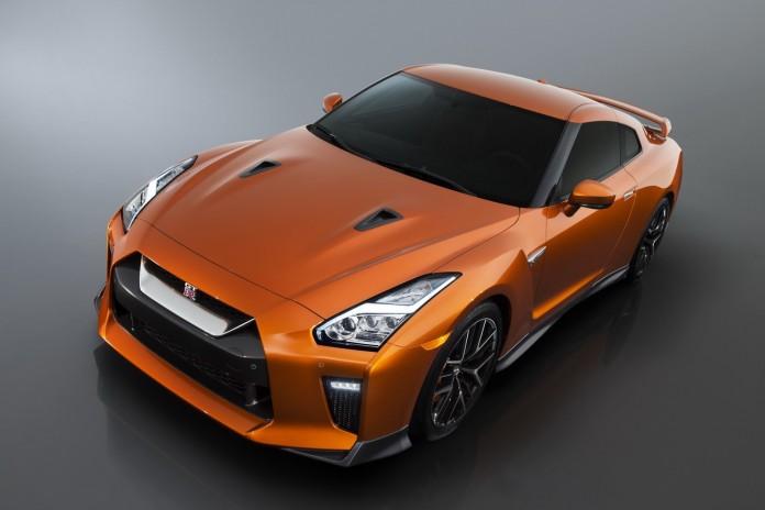 Nissan-GT-R-2017-7-696x464