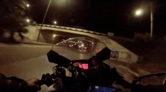 Doido conduz a sua moto a 200km/h de noite nas apertadas ruas de Lisboa